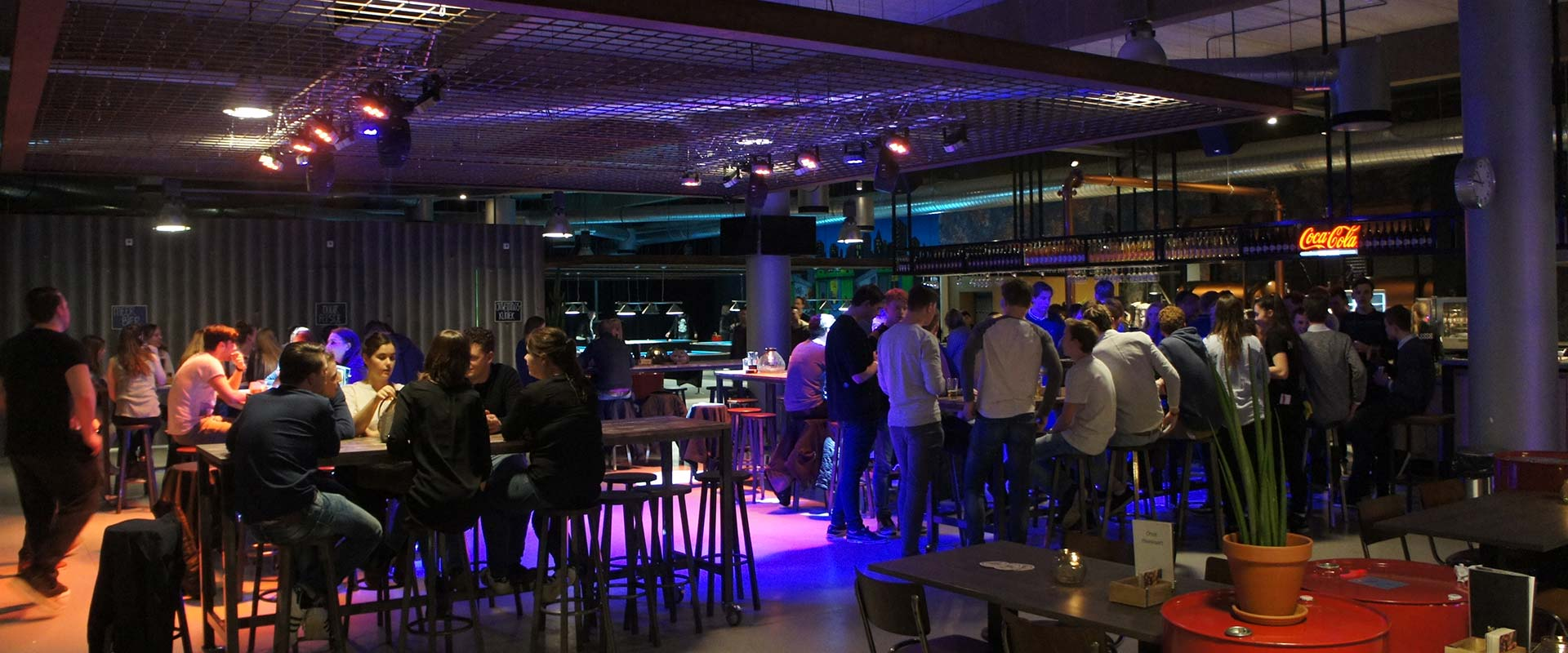 Gezellig eten en drinken na activiteiten op het Horecaplein van The Maxx Veenendaal